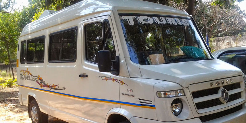 13-seater-ac-tempo-traveller